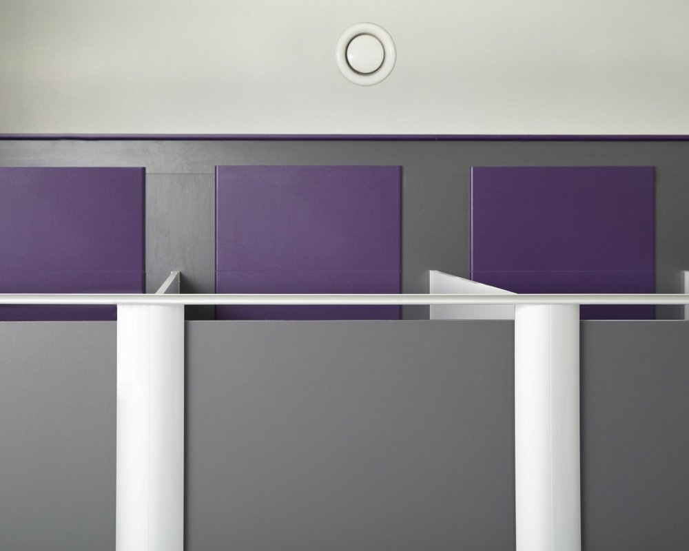 Huddersfield University Aero Pearl cubicle headrail with grey 'Welsh Slate' door and purple panels