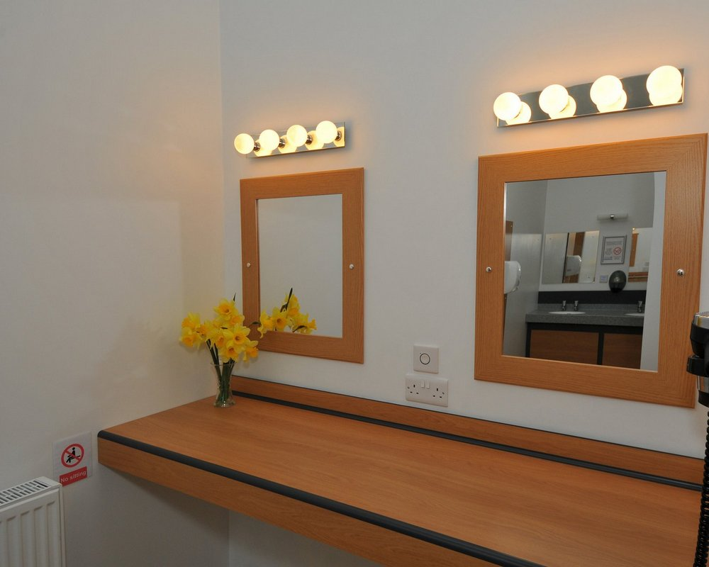 Woodlands Caravan Park vanity area with mirrors